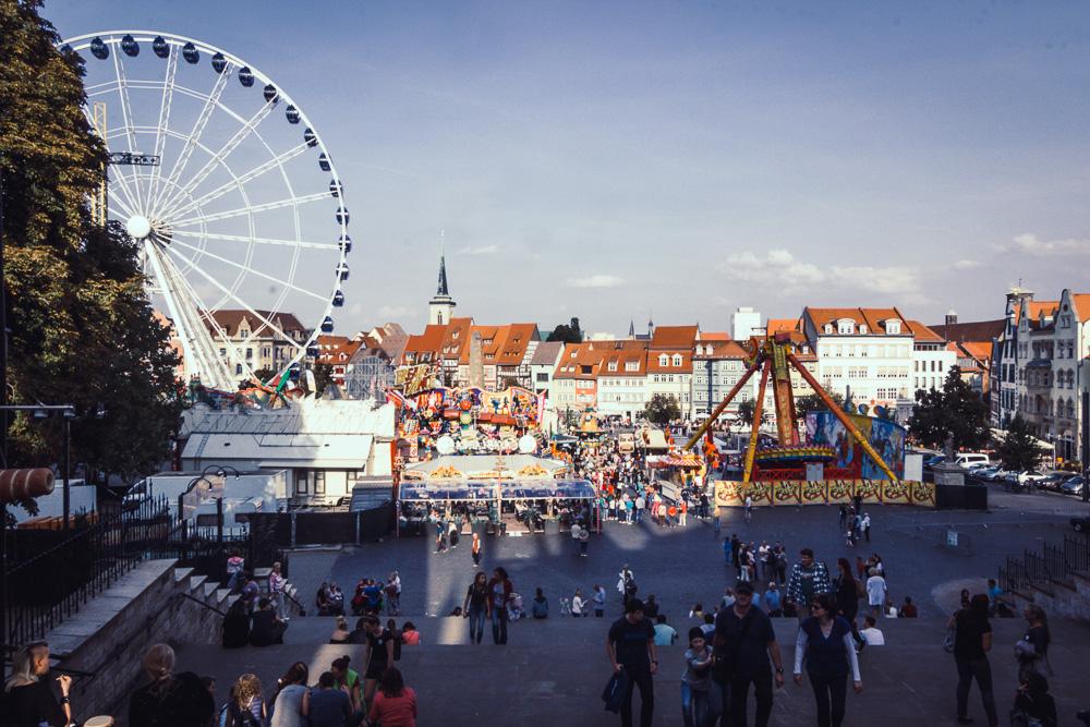 Hier ein Foto in die andere Richtung: Das Erfurter Oktoberfest