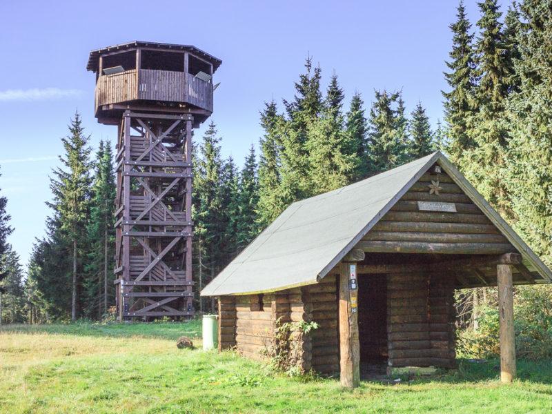 Kleine Hütte Inklusive Aussichtsturm Auf Dem Berg. Echt Geniale Aussicht