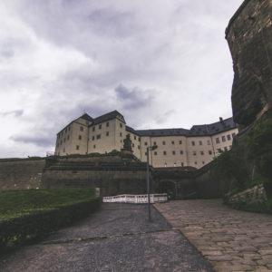 Die Festung Königstein Von Außen: Abgesehen Von Der Baustelle Eigentlich Ein Cooler Anblick