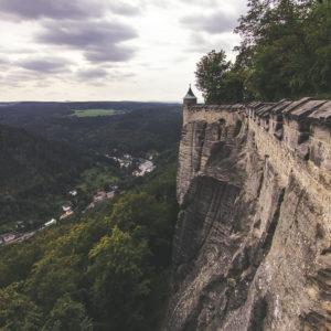 Die Beeindruckende Bauweise: Der Fels Und Mauer Werden Eins