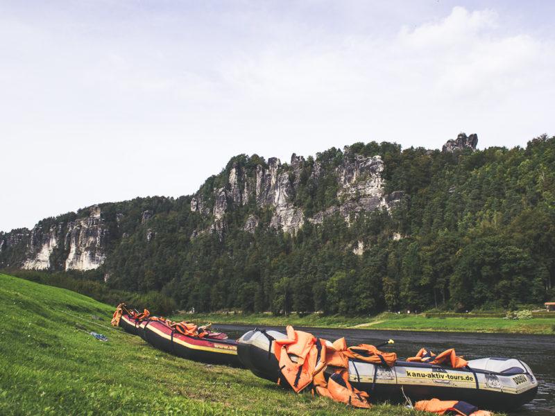 Schlauchboot, Kanutour auf der Elbe, Elbsandsteingebirge