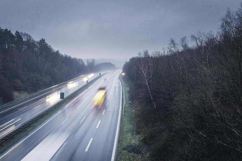 Moody Day - Langzeitbelichtung Der Autobahn Bei Stürmischem Wetter